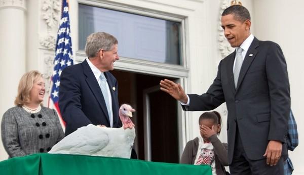 Obama pardoning a turkey in 2009