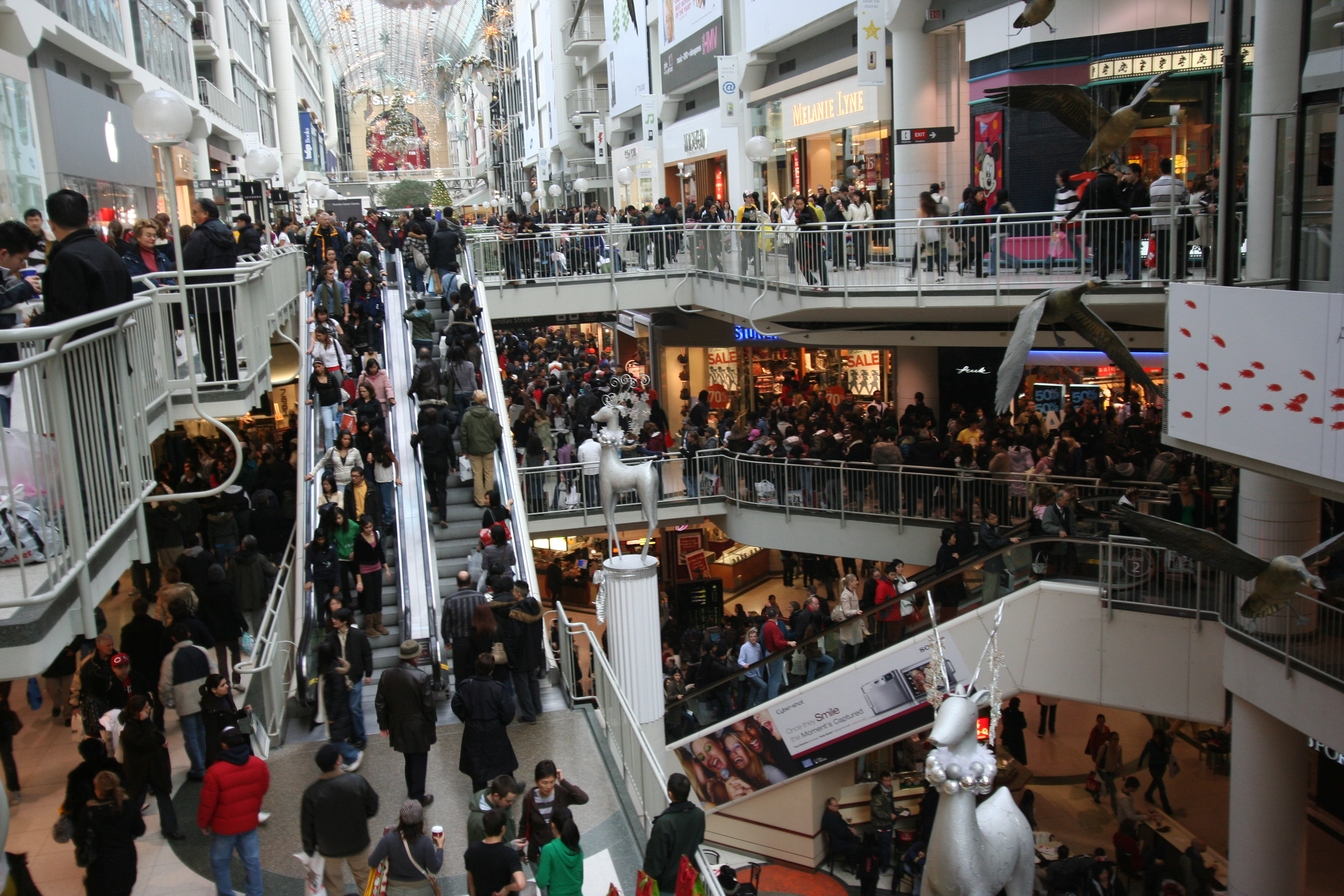 Extra security for Hampshire shopping centres ahead of extended Xmas hours
