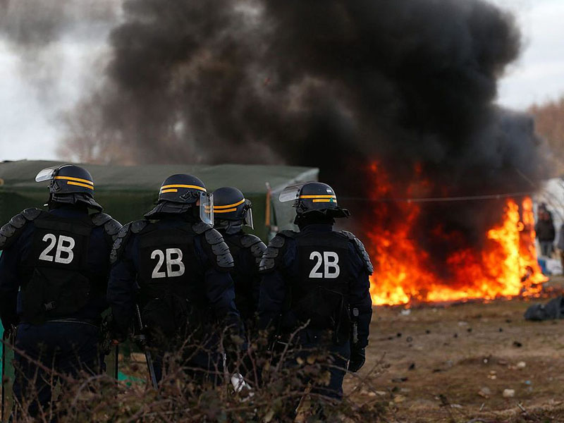 Clearing of Calais migrant camp begins