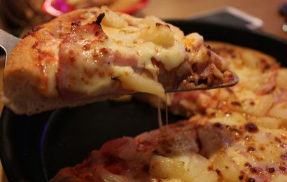 "Is pineapple on pizza a ""culinary horror""?"