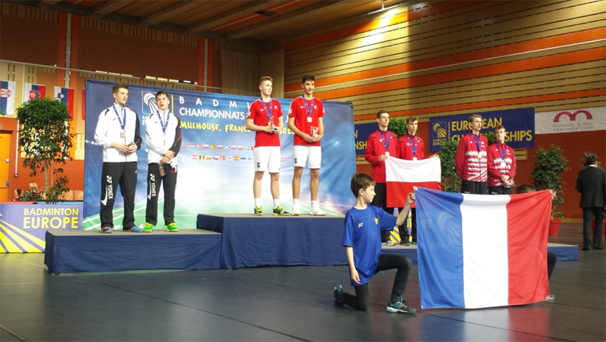 Max Flynn and Callum Hemming take to the podium to collect their silver medal. Photo: Twitter.