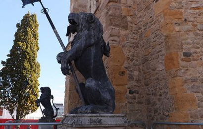 Tail falls off iconic 270-year old lion guarding Southampton's Bargate